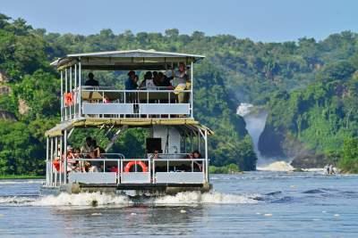 Murchison-Falls-Boat